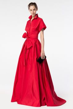 Carolina Herrera designed this classic red dress. Vestidos Carolina Herrera, Ch Carolina Herrera, Carolina Herera, Beautiful Gowns, Beautiful Outfits, Ball Gowns, Ideias Fashion, Evening Dresses, Dress Up