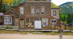 List of cool ghost towns in Colorado: St. Elmo, a Colorado ghost town near Buena Vista Abandoned Buildings, Abandoned Places, Abandoned Mansions, Wooden Buildings, Ghost Towns In Colorado, Ghost Towns Of America, Creepy Ghost, Scary, Virginia City