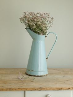 vintage mint green enamel pitcher | brocante mintgroene emaillen kan...I have one of these from France!  Love it!