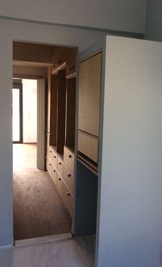 Nikolas Dorizas Architect, Tel: +30.210.4514048 Address: 36 Akti Themistokleous – Marina Zeas, Piraeus 18537 Αναστήλωση παλαιάς πολυκατοικίας στην Ακρόπολη και μετατροπή σε αφαιρετική μονοκατοικία για ένα ζευγάρι από το Αρχιτεκτονικό Γραφείο του Νικόλα Ντόριζα. Divider, Mirror, Room, Furniture, Home Decor, Bedroom, Decoration Home, Room Decor, Mirrors