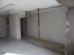 10. April 2015 - Hier entsteht der Treppenaufgang zum Appartement. Die Decke wird kommende Woche durchbrochen.