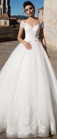 Fabulous Tulle Jewel Neckline A-line Wedding Dress With Lace Appliques & Belt & Bowknot
