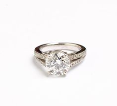 A truly brilliant sparkling ring! This ring is set in 18ct white gold with a magnificant 2 carat round brilliant cut centre diamond. with 0.20ct s of diamonds in the split shank.