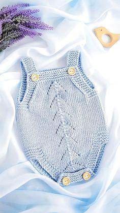PADRÃO DE MALHA: Boné e sapatos para bebê Macacão | Etsy Baby Boy Knitting Patterns, Baby Clothes Patterns, Baby Patterns, Free Knitting, Free Sewing, Knitted Baby Clothes, Knitted Romper, Knitted Baby Outfits, Baby Set