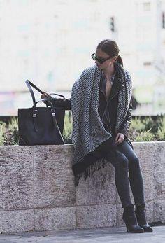Démarquez-vous de la masse de manteaux noirs dans le métro en portant des  accessoires! - TPL 14485908a2a