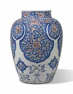 A LARGE BLUE AND WHITE AND UNDERGLAZE RED BALUSTER JAR - KANGXI PERIOD (1662-1722). Ceramic Pottery, Ceramic Art, Chinese Ornament, Vases, Vase Shapes, Japanese Porcelain, Chinese Ceramics, Blue China, Chinese Art