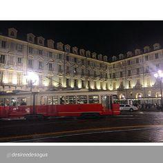 #Torino raccontata dai cittadini per #InTO Foto di @desireedesogus foto serale.. #inTO #turin #torino #bynight #tram #limousine #nightlife of #turin #beautiful #lastsaturdaynight #piazzacastello #castellosquare #picoftheday