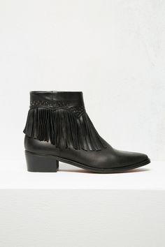 Cortefiel. Zapatos BOTÍN COWBOY CON FLECOS