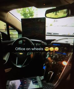 Joseph Ziyaee makes gobs of money through Uber — without ever driving. Uber Driving, Driving Tips, Taxi Driver, Car And Driver, Uber Hacks, Uber Car, Air Vent Phone Holder, Car Fix, Part Time Jobs
