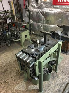 Blacksmith Workshop, Blacksmith Forge, Blacksmith Projects, Metal Working Tools, Metal Tools, Old Tools, Metal Projects, Welding Projects, Diy Forge