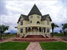Ellen Rowe Victorian House built in 1885 at Concannon Vineyard in Livermore, California. Livermore Valley Wine Country ~ Livermore California This house once stood on a lot in downtown Livermore, across from what is now Carnegie Park, until the late Victorian Castle, Victorian Buildings, Victorian Style Homes, Victorian Architecture, Beautiful Architecture, Victorian Era, Victorian Design, Edwardian Era, Old Mansions