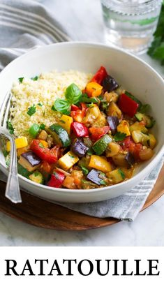 Ratatouille – so healthy and fresh! It's one of the best ways to use up the abundance of summer vegetables and it's perfectly foolproof dish. It's a pretty, colorful, vegetable stew-like recipe that makes a hearty side or nutritious main dish. Vegetable Ratatouille, Vegetable Stew, Vegetable Dishes, Summer Vegetable Recipes, Vegetarian Recipes Dinner, Dinner Recipes, Vegetables, Desserts, Veggie Food