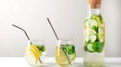 Natural Detox Water, Ginger Detox Water, Lemon And Ginger Detox, Detox Water For Clear Skin, Mint Detox Water, Lemon Detox, Watermelon Detox Water, Blueberry Water, Apple Cider Vinegar Detox