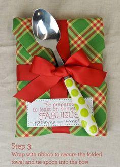 Buena idea para regalar algo de cocina y empacarlo así!!!  http://coton-colors.com