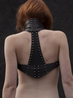 shoulder holster jacket -- I would love to have something like this for fighting as a combination gorge/chest protector.