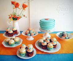 Mesa dulce con corazones en aqua y naranja