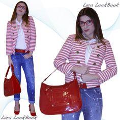 Per la nuova stagione scegliete colore e stile. Jeans di tendenza decorato con dettagli di vernice abbinato alla giacca a righe dallo stile bon ton. La Giacca ha una sola chiusura al collo con gancetto a uncino nascosto dall'ottima finitura. Entrambi i capi sono del brand Souvenir. Il look è arricchito dalla borsa Versace Jeans rosso vernice abbinata alle decoltè in tono. L'occhiale Borsalino regala personalità al look bon ton.