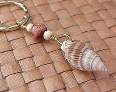 Keychain shell and pearl in wood, toned gold - # shell # in . - Shell and Pearl wooden keychain, toned gold – … - Diy Jewellery Drawer, Jewelry Organizer Drawer, Diy Jewelry Holder, Jewelry Organization, Diy Jewelry Unique, Diy Jewelry To Sell, Diy Jewelry Making, Seashell Jewelry, Seashell Crafts