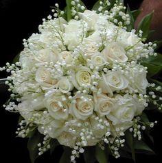 Ramo de novia con flores blancas