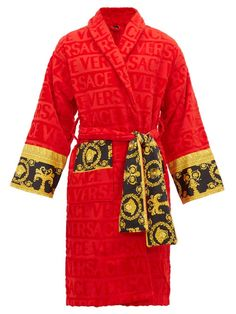 I ♡ Baroque Bathrobe by Versace Home. Featuring a faint textural Versace logo print and accented by a Barocco printed sleeve and wrap belt, this soft and iconically covered bathrobe exudes luxury. Versace Bathrobe, Cotton Gifts, Versace Men, Versace Robe Mens, Donatella Versace, Ecommerce, Lounge Wear, Pure Products, Amigurumi