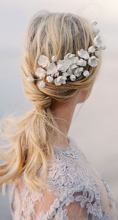 Wild Rose Accessories bridal hair vine. This headpiece is designed and created by swedish designer Linnéa Bergqvist, owner of The Wild Rose Accessories. Alternative to traditional bridal veil. #winterwedding #fallwedding #bride #bridalaccessories #etsyfinds #bridalhair #weddings #bridal #weddings #hairvine #affiliatelink #etsy