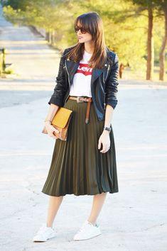 #look #midi #midiskirt #skirt #pleated #falda #plisada #ootd #outfit #camiseta #levis #biker