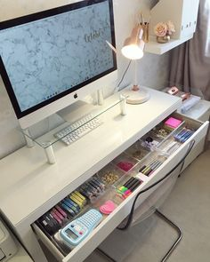39 unique dorm room organization you can actually afford 11 Dorm Room Organizations Afford Dorm dormroom gir Organization Room Unique Home Office Space, Home Office Design, Home Office Decor, Office Desk, Office Lounge, Small Office, Cozy Home Office, Office Seating, Study Room Decor