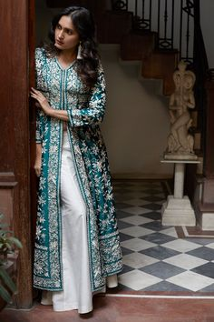 Indian Bridesmaid Dresses, Indian Gowns Dresses, Indian Bridal Outfits, Indian Fashion Dresses, Designer Party Wear Dresses, Kurti Designs Party Wear, Kurta Designs, Pakistani Dresses Casual, Pakistani Dress Design