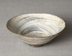刷毛目茶碗 〈はけめちゃわん〉 <br>朝鮮時代〔朝鮮半島〕15世紀後半~16世紀前半<br>6.6 x 17.0cm No.6158