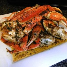 There is almost nothing better than spicy garlic crabs. I've used dungenous crab legs, blue crabs, alaskan king crab legs, etc. Crab Dishes, Seafood Dishes, Seafood Recipes, Cooking Recipes, Blue Crab Recipes, Vegetarian Recipes, Dinner Recipes, Seafood Platter, Seafood Appetizers