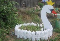 10 DIY Garden Creature Ideas Made from Recycled Materials Recycled Garden, Diy Garden, Garden Crafts, Garden Planters, Garden Projects, Terrace Garden, Craft Projects, Plastic Bottle Crafts, Plastic Bottles