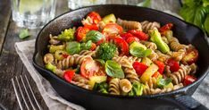 Poêlée Croq'Kilos de torsettes complètes aux brocoli, tomates et poivrons - Veg Recipes, Pasta Recipes, Cooking Recipes, Healthy Recipes, Picnic Recipes, Juice Recipes, Summer Recipes, Recipies, Healthy Pastas