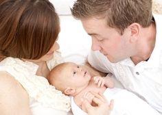Pour féliciter et encourager de jeunes parents à la naissance de leur bébé, voici quelques idées de textes....   http://www.lemagfemmes.com/Modele-de-lettre/modeles-de-textes-felicitation-pour-une-naissance.html