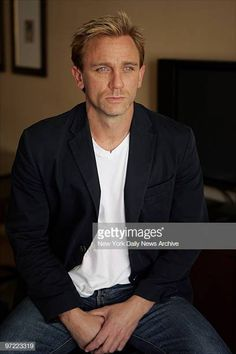 Actor Daniel Craig at the Regency Hotel in Manhattan. He is starring. Daniel Craig Young, Daniel Craig Style, Craig David, Daniel Craig James Bond, Rachel Weisz, Daniel Graig, James Bond Style, Best Bond, Outfits Hombre