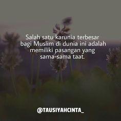 Salah satu karunia terbesar bagi Muslim di dunia ini adalah memiliki pasangan yang sama-sama taat.  Follow @hijrahcinta_ http://ift.tt/2f12zSN