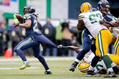 Seattle Seahawks running back Marshawn Lynch breaks off a run against the Green Bay Packers in the second quarter of the NFC Championship game. 1/18/15