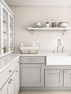 Feeling bored with how your kitchen looks like? Having some two tone kitchen cabinet ideas might inspire you. Get your new spirit by remodel kitchen ideas . Kitchen Interior, Gray And White Kitchen, Kitchen Cabinets, Kitchen Decor, Beige Kitchen, Grey Shaker Kitchen, New Kitchen Cabinets, Kitchen Renovation, Kitchen Design