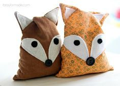 Originally a pattern to make your own ice packs. but thinking about adapting it a little to turn it into a proper door stopper! (Thanks Medford Acreman for sending me this pin! Fox Crafts, Cute Crafts, Doorstop Pattern, Craft Projects, Sewing Projects, Fox Pillow, Fox Decor, Sewing Class, Door Stop