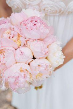 bouquet di peonie per la sposa di maggio