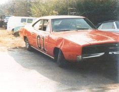 Rare and Behind the Scenes Pictures of the Dukes of Hazzard General Lee Car, Bo Duke, James Best, Junkyard Cars, Dukes Of Hazard, Move Car, Catherine Bach, Car Barn, Autos
