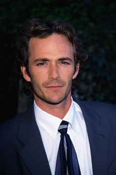"""Try to Make It Through These Sexy Luke Perry Pictures Without Screaming """"Daddy!"""""""