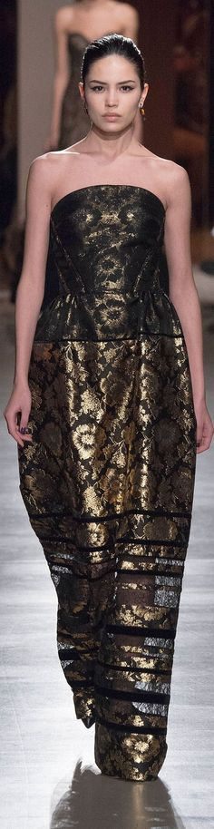 Oscar de la Renta FW 2015 Lovely Dresses, Beautiful Outfits, Formal Dresses, Glamour, Chic Dress, Most Beautiful Women, Gowns, Chair, How To Wear