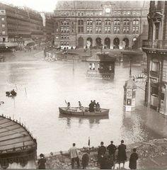 Flooding of the Seine, Gare de Saint-Lazare, Paris, France Paris France, Paris 1900, Old Paris, Best Vacation Destinations, Best Vacations, Vintage Paris, Rare Pictures, Vintage Pictures, Amazing Pictures