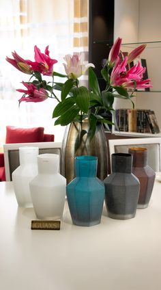 Explore the home decor by Guaxs and get excited about their unique interior design accessories. Interior Decorating, Interior Design, Home Decor Inspiration, Beautiful Homes, Contemporary Art, Vase, Sculpture, Explore, Unique
