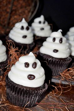 Easy Halloween Ghost Cupcakes - Cupcake Daily Blog - Best Cupcake Recipes .. one happy bite at a time! Chocolate cupcake recipes, cupcakes