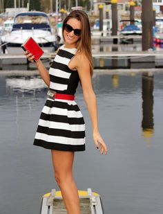 Black & White Striped Dress Outfit  Follow this link to see all the pics on my blog: http://www.bymedidri.com/2013/11/adelanto-del-post-de-hoy.html