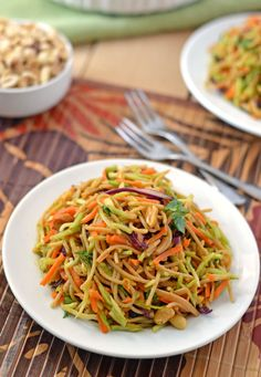 Asian Noodle Salad - Asian Noodle Salad with sweet Sriracha peanut sauce. Fresh, healthy, and ready in 4 steps! **sub gf rice noodles** Vegetarian Recipes, Cooking Recipes, Healthy Recipes, Crockpot Recipes, Good Food, Yummy Food, Tasty, Delicious Meals, Soup And Salad