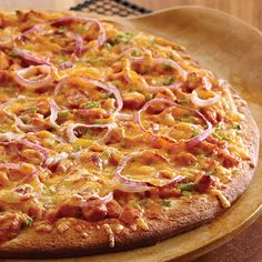 Smoky Barbecue Chicken Pizza - The Pampered Chef®. This is soo good and so easy!