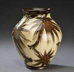Kähler, vase af glaseret lertøj dekoreret i farver | Lauritz.com