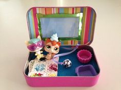 Gift project for a little animal and soccer lover. Altoid tin play house with LPS Littlest Pet Shop animals and miniature crochet granny blanket.